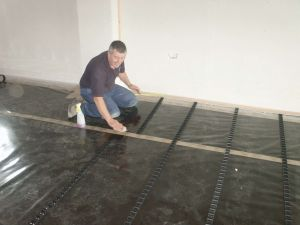 Cleaning the surface of the vapour barrier to ensure a positive adhesion of the clip rails. This type of fixing minimises the use of the staple type pipe retainers, as repeatedly puncturing the vapour barrier and insulation can result in subsequent failure and non-compliance with building regulations.